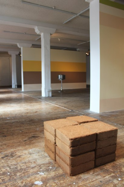 Potential energy. mulch bricks. 100x100x70cm